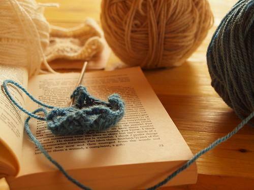 Crochet e um livro by MauFeitio