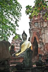 Entre ruinas (frugilboy) Tags: statue digital thailand reflex al nikon ruins bangkok tailandia september septiembre ruinas buddah estatua buda ayutthaya d60 2011 ayuttia