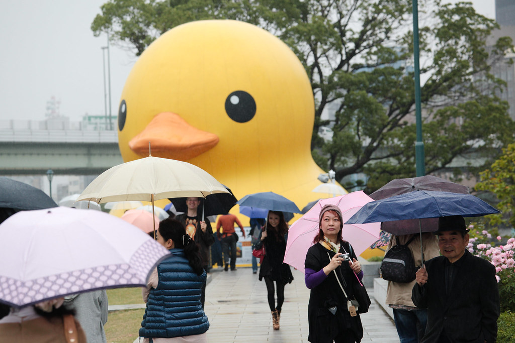 Giant yellow bathtub duck in Nakanoshima koen