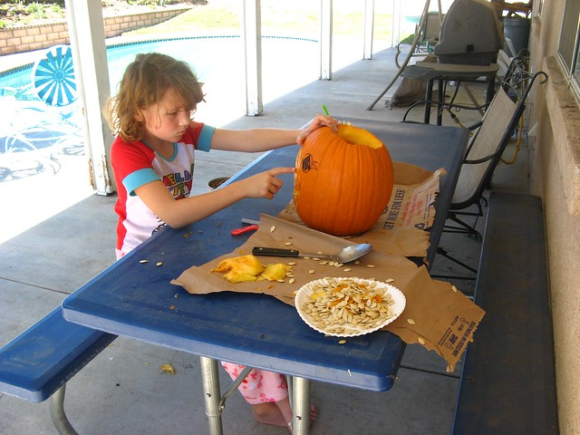 Alexis carving Pumpkin 03