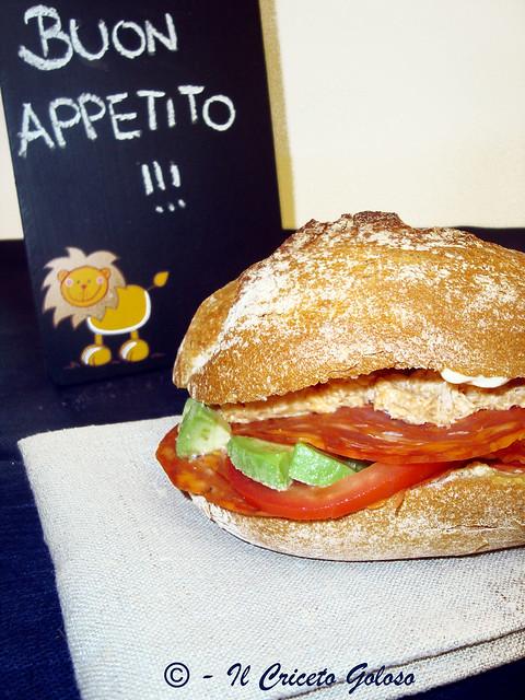panino con avocado