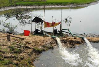 Dewatering, Bangladesh. Photo by WorldFish, 2007