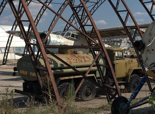 Camion de alimentare cu combustibil pentru avioane
