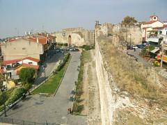Τα τείχη (Σ.Φ.Α.Μ. Θεσσαλονίκης) Tags: greece πύργοστριγωνίου thessalonikiθεσσαλονίκη σύνδεσμοστωνφίλωναρχαιολογικούμουσείουθεσσαλονίκησ