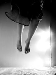 (Daniel Ivn) Tags: feet fly blackwhite ghost creepy pies terror fantasma miedo vuelo volando fying