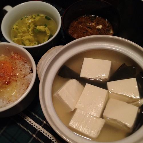 今日の晩ごはんは湯豆腐です。