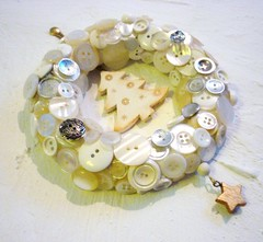 button wreath 007 (lonelyhearts2010) Tags: buttonwreath