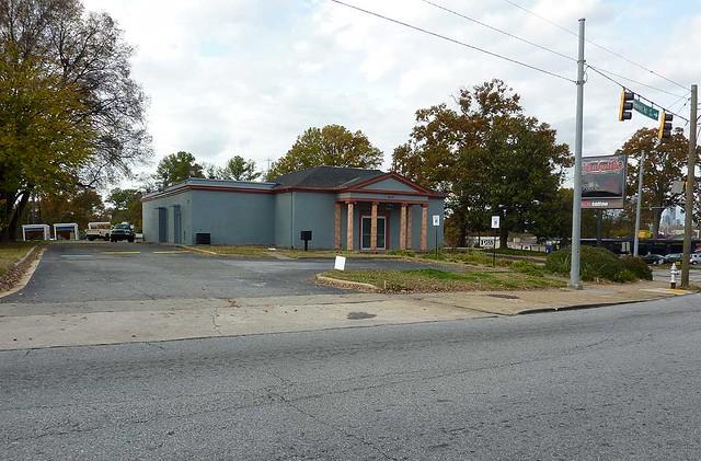P1020438-2011-12-14-Inkaholiks-Columns-Former-Bank