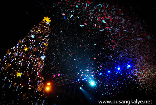 GIANT Christmas Tree_cubao