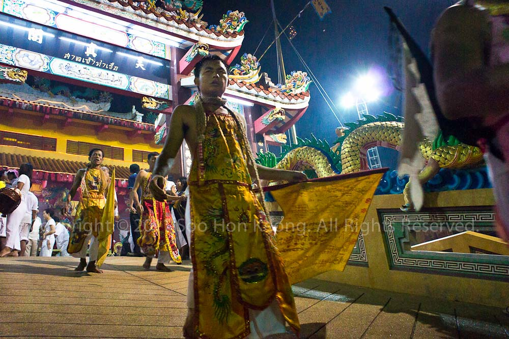 Nine Emperor Gods propitiation farewell @ Ban Tha Rue Shrine, Phuket Vegetarian festival 2011, Phuket, ThailandNine Emperor Gods propitiation farewell @ Ban Tha Rue Shrine, Phuket Vegetarian festival 2011, Phuket, Thailand