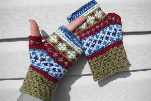 fingerless gloves in crochet
