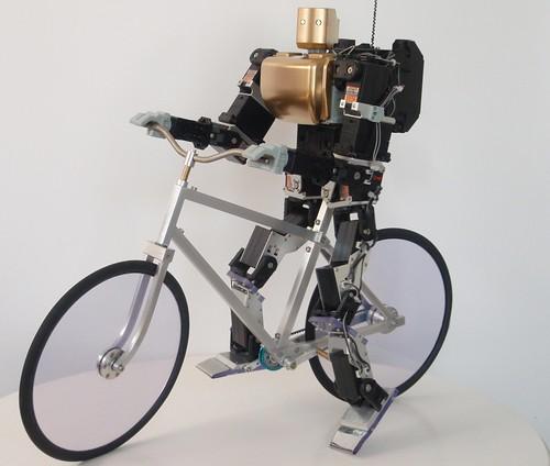 Robot que monta bicicleta