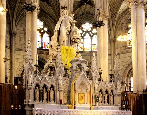 Altar con la imagen de Nuestra Señora