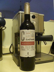Castano (knightbefore_99) Tags: old red rouge bottle spain vines wine good c tasty spanish vin rosso cheap vino tinto tradicion castano monastrell