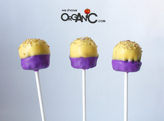 Festliche Party Cake Pops in Gold und Violet