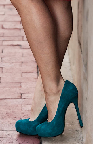 Bakers Wild Pair Karen WP teal suede pumps