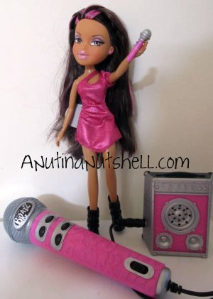 Yasmin Bratz on the Mic