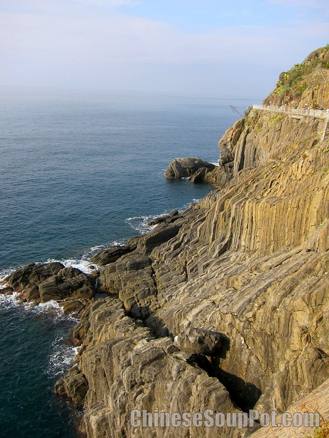 [photo-riomaggiore coastline lover's lane]