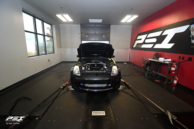 GReddy Twin-turbo 350Z on the dyno at PSI 003.jpg