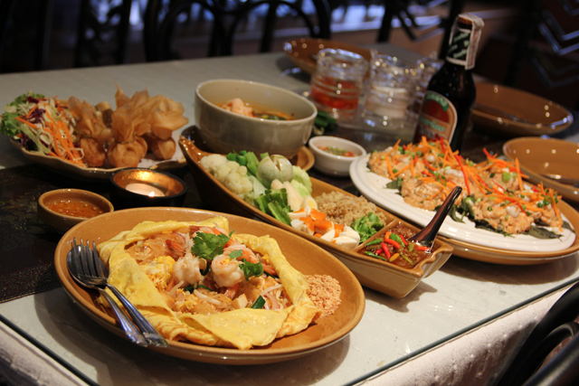 6349306730 968a4e9fe5 o Thai Room: Delicious Thai Food in a Great Bangkok Location