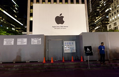 In front of the Apple Cube, Oct. 5, 2011; R.I.P. Steve Jobs (Dan Nguyen @ New York City) Tags: city apple evening memorial technology manhattan rip computers cube stevejobs fifthavenue