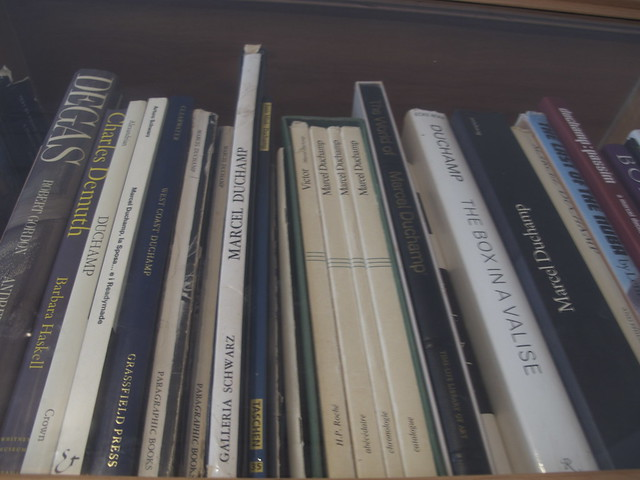 her library of art books