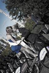 - Benjamin & Dorota - (Lionel Ducreau | graveur de lumire) Tags: couple montral pentax sigma amour qubec mariage bicyclette vlo gdl baiser amoureux marie mari pentaxk5 lionelducreau graveurdelumire