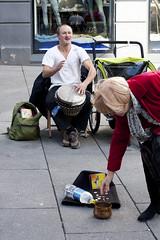 Gatemusikanten Tilo fra Tyskland tjener gode penger i Oslo