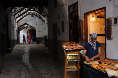 Moroccan bakery in Tetouan (Olivier Th) Tags: pictures africa street summer people cloud mountain montagne canon geotagged photography grey gris photo photos muslim islam north picture pluie chain morocco sombre maroc marocco maghreb marrakesh ruelle été nuage rue ramadan marruecos personne thao tétouan gens chaine rif reportage marrocos afrique morrocco المدينة المنورة tetuan musulman médina maroco nuageux pluvieux tetouan marraquech 40d