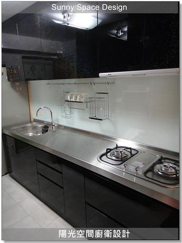 廚具工廠-台北市八德路王小姐廚具:不銹鋼檯面+木心板桶身+水晶門板+下櫃45度斜把手