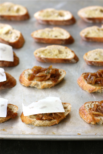 ... Crostini with Balsamic Caramelized Onions, Melted Cheese & Sage Recipe