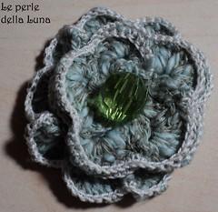 DSC00745 (Le perle della Luna) Tags: verde fiori fiore bianco perle spille spilla fiorellino artigianato fiorellini fattoamano azzurrogrigio