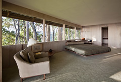 Liljestrand Residence Master Bedroom (Chimay Bleue) Tags: trees mountain glass architecture modern vintage hawaii design bed bedroom view modernism floating architect val honolulu walls chambre midcentury postwar vladimir tantalus ossipoff