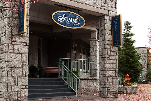 Summit Lodge & Spa entrance