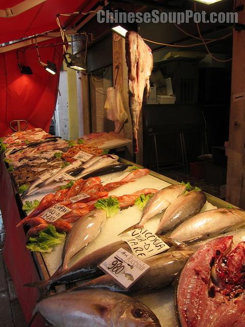 [photo-fresh fish at fish market in venice]