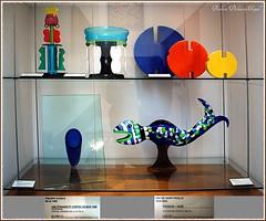 """et cette """"étrangeté contre un mur"""" de Philippe Starck (Barbara DALMAZZO-TEMPEL) Tags: vase lapiscine céramique philippestarck roubaix nikidesaintphalle muséedartetdindustrieandrédiligent étrangetécontreunmur vasepoisson"""