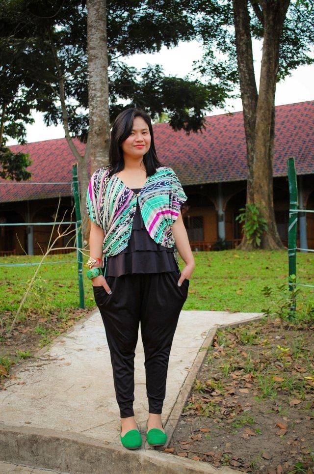 Denise Katipunera, Pinay Fashion Blogger, Mommy style, Fashion on budget, tribal print top, black jumpsuit