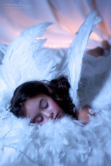Como cada del cielo (Malia Len ) Tags: white blanco beautiful angel canon kid child nia malia cielo alas bonita angelito plumas ngel tierna malialeon