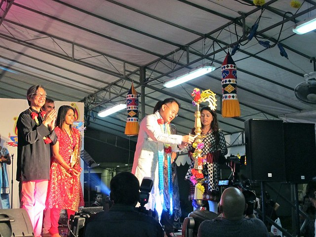 MP YAW SHIN LEONG lighting up the kuthuvelaku