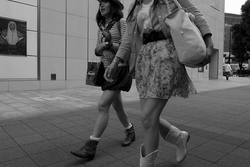 歩く女 2