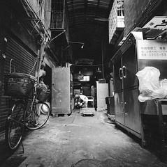 市場即景-1 (P.H--Jack) Tags: 120 6x6 film zeiss t c taiwan f45 hasselblad 台灣 38mm 散步 biogon hassy 底片 哈蘇 綾綾 攝團