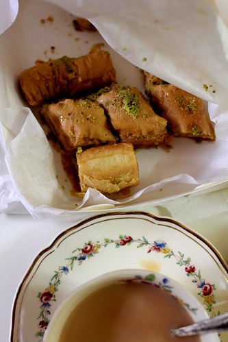 baklava with tea