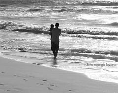 Don't change (EXPLORED) (Mister Blur) Tags: arena beach birthday cancún celebración celebration d60 dontchange fatherandson mar méxico moment nikon olas padreehijo perfect playa quintana quintanaroo rivieramaya rocoeno roo sand sea takenbymywife tomadapormiesposa unmomentoperfecto waves happyfathersday felizdíadelpadre fathersday díadelpadre