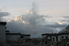 7 minutes after sunrise. (arjayempee) Tags: china tibet everest peregrine nuptse rongphumonastery img6099 chomolongma everestnorthface changtse everestwestridge westshoulder tibetanexplorer rongphumonasteryguesthouse everestnorthridge thegreatcouloir thehornbeincouloir