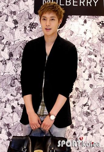 Kim Hyun Joong Mulberry Falls/Winter Presentations [110721] sportkorea03