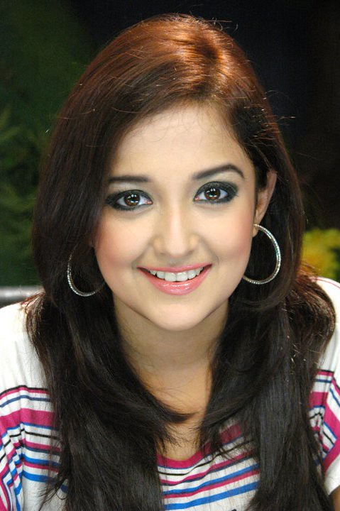 Monali Thakur Hot Pics Wallpapers