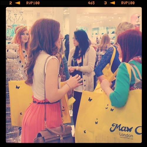 Bloggers shopping
