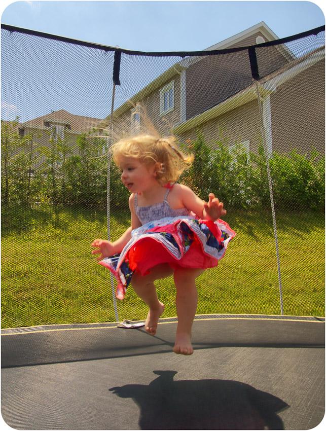 Sandrine sur le trampoline