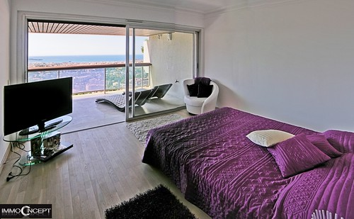 Sea view bedroom by Jean Huillet