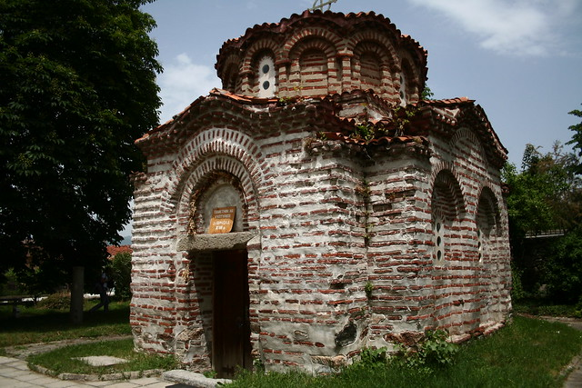 Bulgaria is replete with these pocket churches (as I liked to call them) – this one might just have fitted inside my room ...